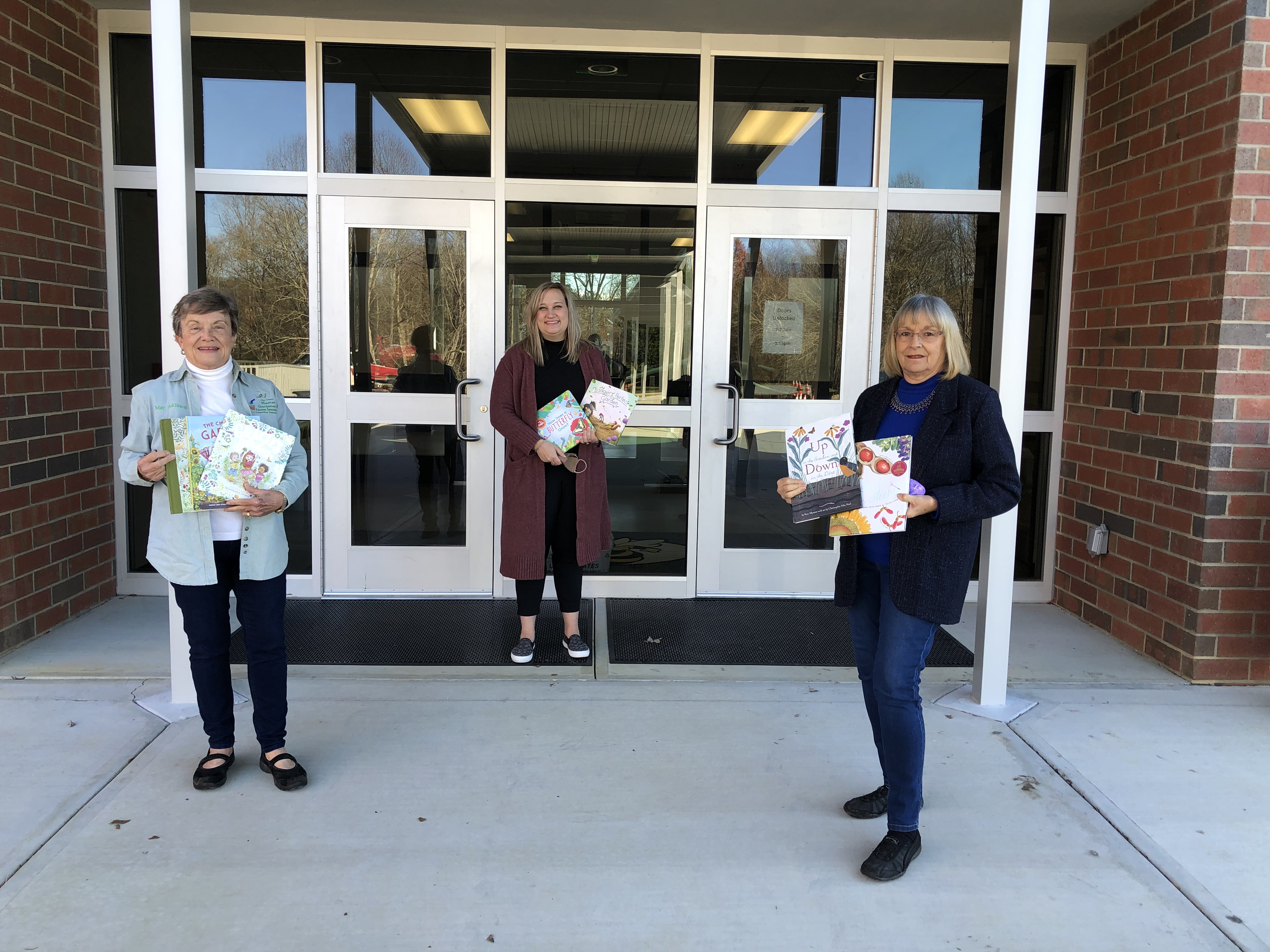 Master Gardeners Donate Books